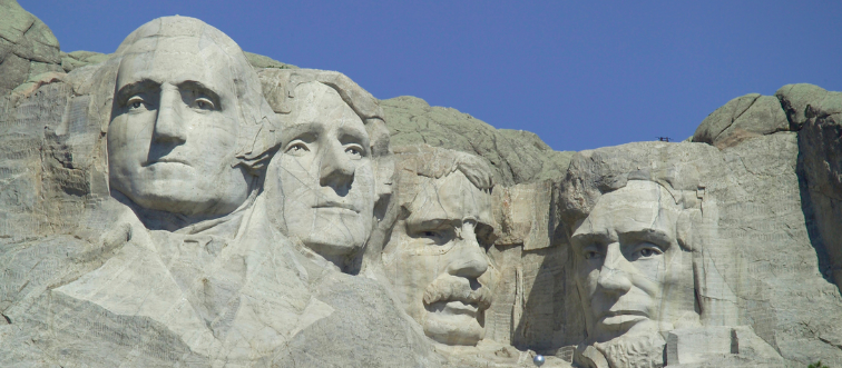 The faces of American Presidents George Washington, Thomas Jefferson, Theodore Roosevelt e Abraham Lincoln carved in the granite
