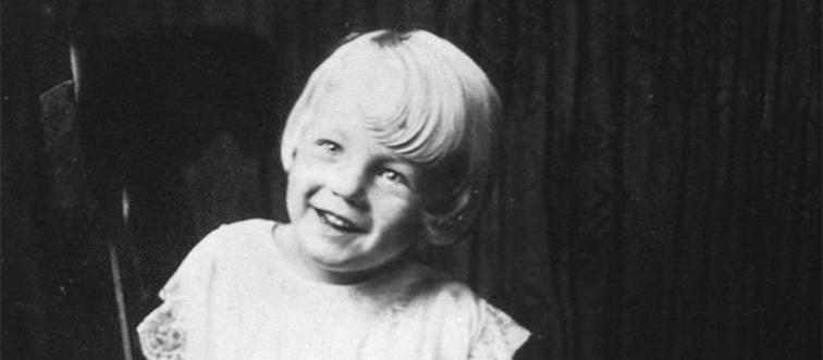 marilyn monroe as a five-year-old girl in black and white