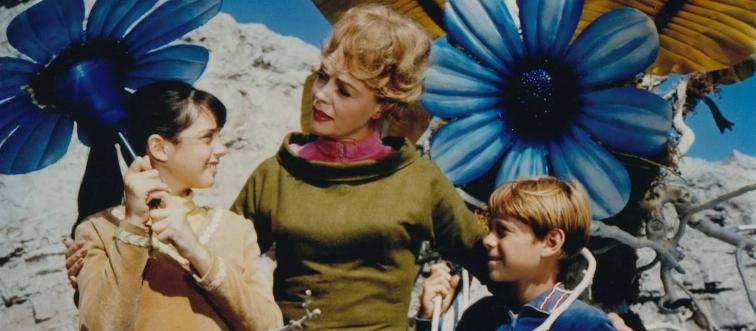 What is the name of the family sent to space to colonize a new planet in Lost in Space?
